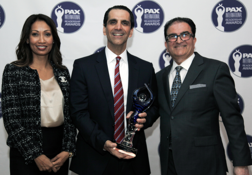 COO, Faysal Moufarrej and Senior Manager - Commercial & Services, Sylvia Samuel, receiving the awards on behalf of Emirates Flight Catering (Photo credit: copyright Pax International)